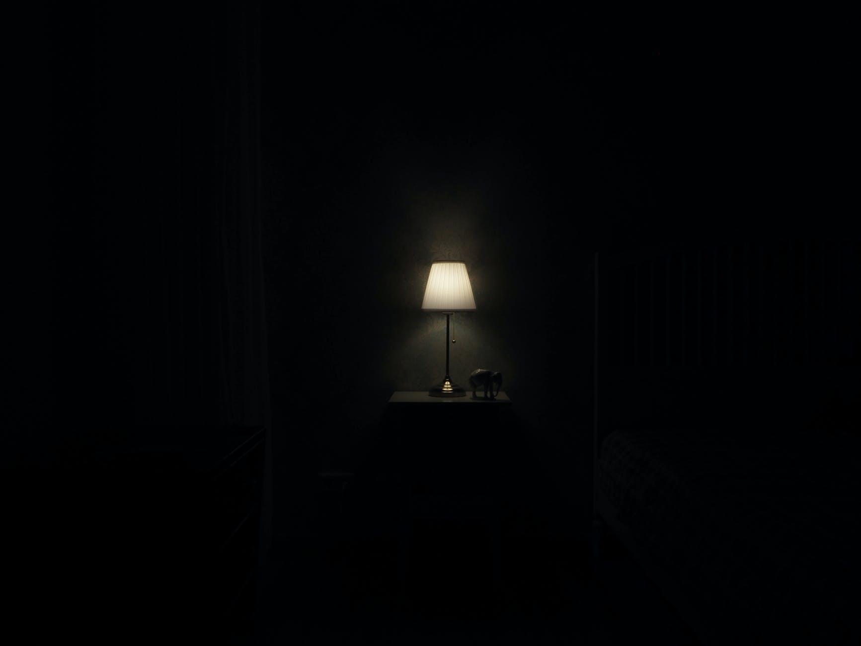 tmavá miestnosť